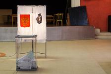 Неадекватный гражданин попытался взломать урну на избирательном участке в Комсомольске-на-Амуре